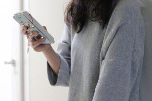 パソコン、スマートフォン、テレビなどから出る発行源「ブルーライト」