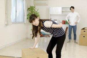 重い荷物などを持ち上げる動作が多い人に起こりがちな腰痛