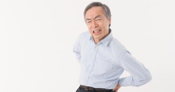太ももの筋肉が固くなると腰痛が出る!正しい姿勢で骨盤の歪みを防ごう